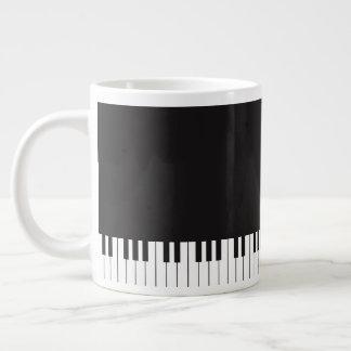 Klavier befestigt riesige Kaffee-Tasse Jumbo-Tasse