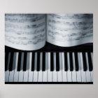 Klavier-Schlüssel und Musikbuch Poster