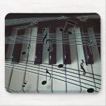 Klavier-Schlüssel und Musiknoten Mousepads
