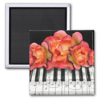 Klavier-Tastatur-Rosen und Musiknoten Quadratischer Magnet