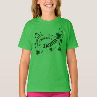 Kleeblatt-kleine Stückchen-Iren-Mädchen St. T-Shirt