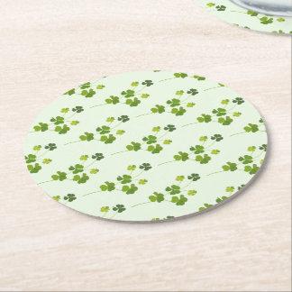 Kleeblattblumenstrauß, St Patrick Tag Runder Pappuntersetzer