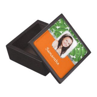 Kleeblätter und Orange Kiste