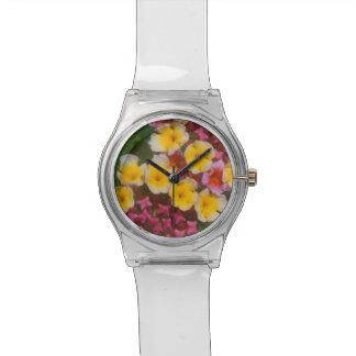 Kleine gelbe tropische Blumen mit den rosa Knospen Armbanduhr