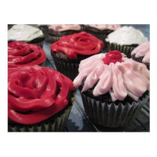 Kleine Kuchen rot und rosa Postkarte