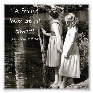 Kleine Mädchen-Freundschafts-Sprichwort-17:16 Foto