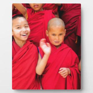 Kleine Mönche in den roten Roben Fotoplatte