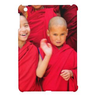 Kleine Mönche in den roten Roben iPad Mini Hülle