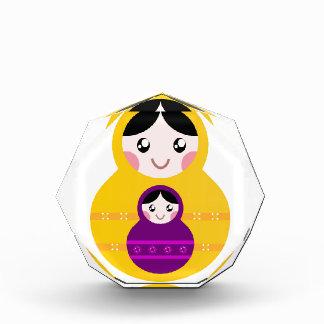Kleine niedliche matroshkas: Gelb, lila Auszeichnung