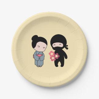 Kleine Ninja Gifting Blumen zur älteren Pappteller