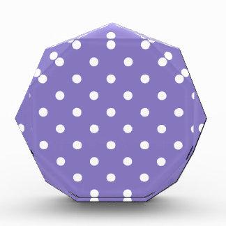 Kleine Poka Punkte - Weiß auf Ube Acryl Auszeichnung