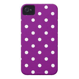 Kleine Polka-Punkte - Weiß auf Lila iPhone 4 Hüllen