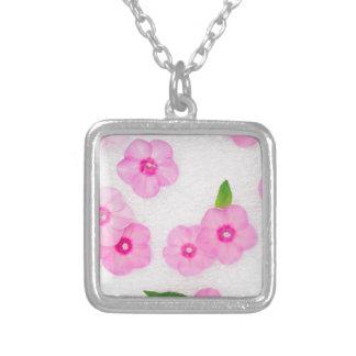 kleine rosa Blumen Versilberte Kette