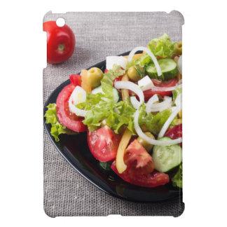 Kleine Schüssel Salat gemacht vom natürlichen iPad Mini Cover