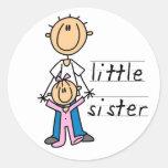 Kleine Schwester mit großer Bruder-T - Shirts und Runder Aufkleber