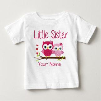 Kleine Schwester-Rosa-Eulen-personalisiertes Baby T-shirt