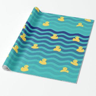 Kleine sich hin- und herbewegende gelbe Enten Geschenkpapier