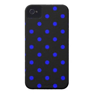 Kleine Tupfen - Blau auf Schwarzem iPhone 4 Etuis