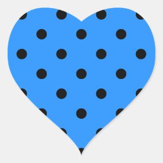 Kleine Tupfen - Schwarzes auf Dodger-Blau Herz-Aufkleber