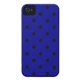 Kleine Tupfen - Schwarzes auf dunkelblauem Case-Mate iPhone 4 Hüllen