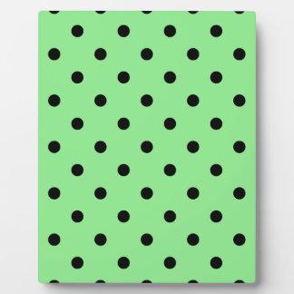 Kleine Tupfen - Schwarzes auf hellgrünem Fotoplatte