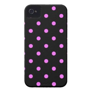 Kleine Tupfen - ultra Rosa auf Schwarzem iPhone 4 Hülle
