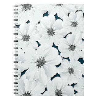 Kleine weiße Blumen Notizblock
