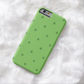 Kleinen Kleeblatt-St Patrick Tag Barely There iPhone 6 Hülle