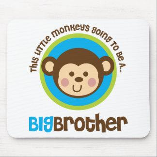Kleiner Affe, der geht, ein großer Bruder zu sein Mousepad