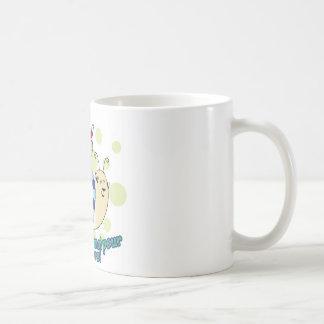 Kleiner garçon à Papa Kaffeetasse