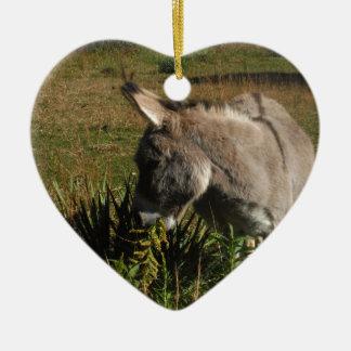 Kleiner grauer Esel mit Wildblumen Keramik Ornament