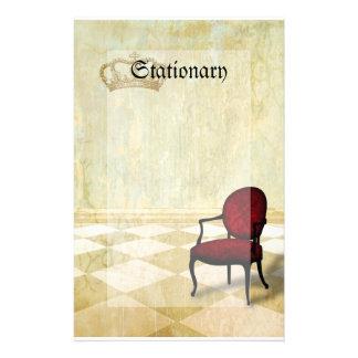Kleiner königlicher Stuhl mit Krone Personalisierte Büropapiere