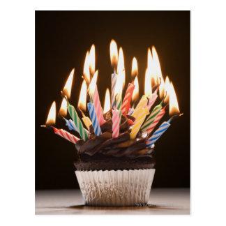 Kleiner Kuchen mit Geburtstagskerzen Postkarte
