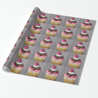 Kleiner Kuchen mit Schokolade, rosa Zuckerglasur: Geschenkpapier