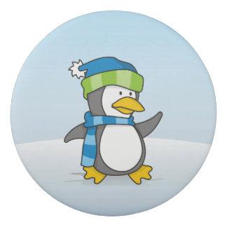 Kleiner Pinguin, der auf Schnee geht Radiergummi
