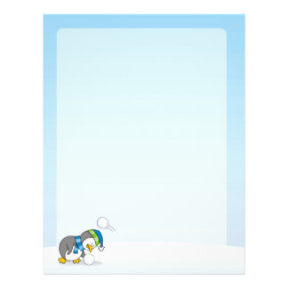Kleiner Pinguin, der einen Schneeball erhält Flyer