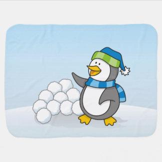 Kleiner Pinguin mit dem Schneeballwellenartig Puckdecke