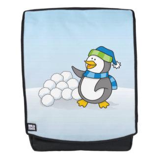 Kleiner Pinguin mit dem Schneeballwellenartig Rucksack