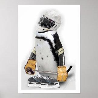 Kleiner Pinguin-tragender Hockey-Gang Poster