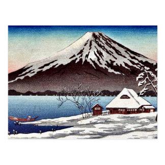Kleiner Schnee bedeckte Gebäude auf der Küste Postkarte