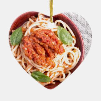Kleiner Teil gekochte Spaghettis mit Tomate Keramik Ornament
