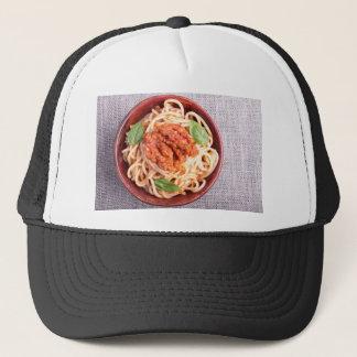 Kleiner Teil gekochte Spaghettis mit Tomate Truckerkappe