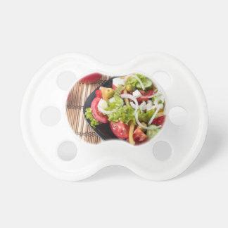 Kleiner Teil Gemüsesalat der Tomate Schnuller