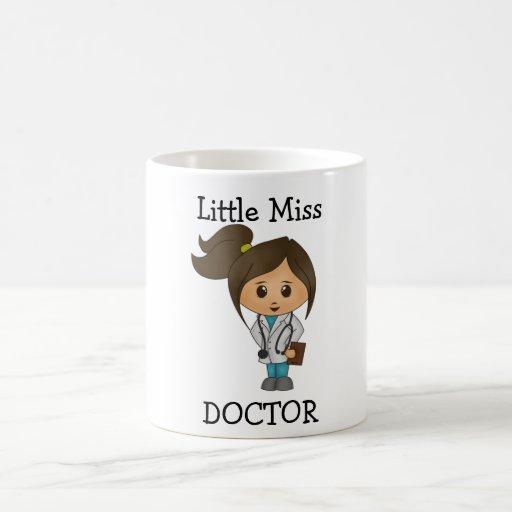 Kleines Fräulein Doktor - niedliches brünettes Tee Tasse