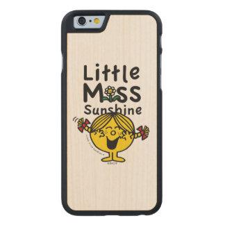 Kleines kleines Fräulein Sunshine Laughs Carved® iPhone 6 Hülle Ahorn