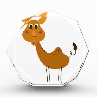 Kleines niedliches Kamel auf Weiß Auszeichnung