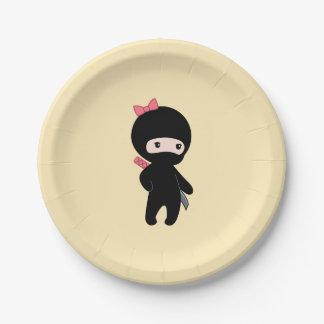 Kleines Ninja Mädchen auf Gelb Pappteller
