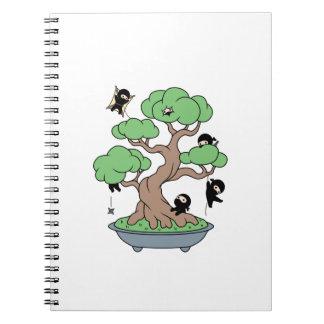 Kleines Ninjas im Bonsais-Baum-individuellen Namen Spiral Notizblock