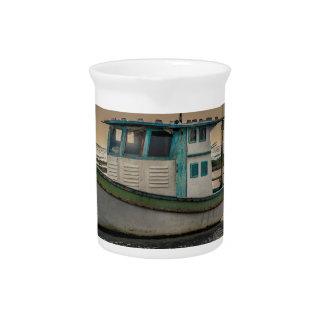 Kleines Schiff in Ozean Porto Galinhas Brasilien Krug