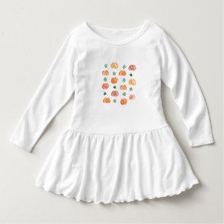 Kleinkindrüschekleid mit Kürbisen und Blätter Kleid